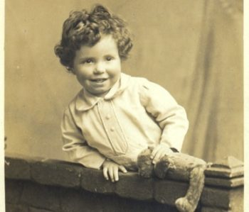 Fred Hoyle bambino
