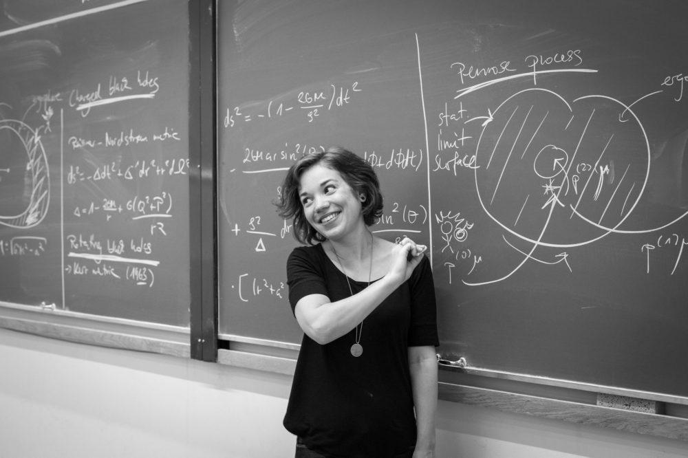 magdalena-kersting-in-front-of-a-blackboard